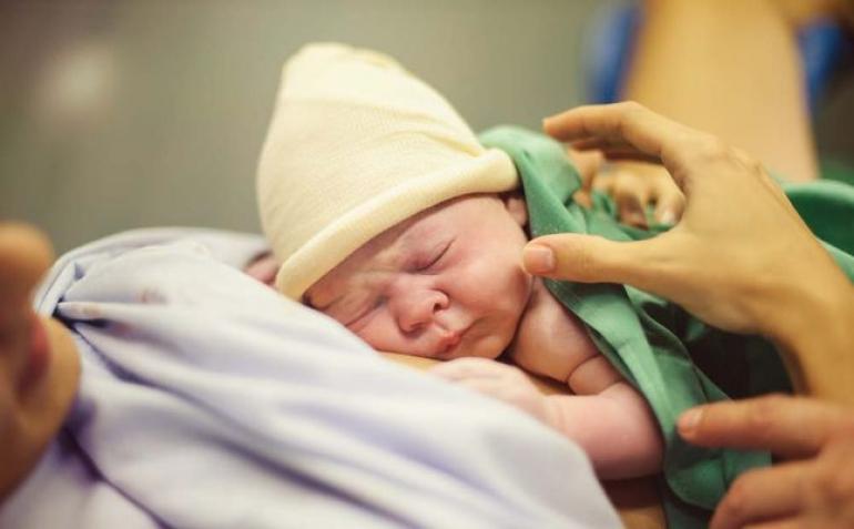 عدم بكاء الطفل حديث الولادة