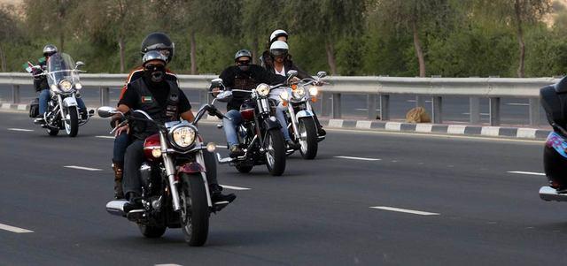 تعليم قيادة الدراجات النارية