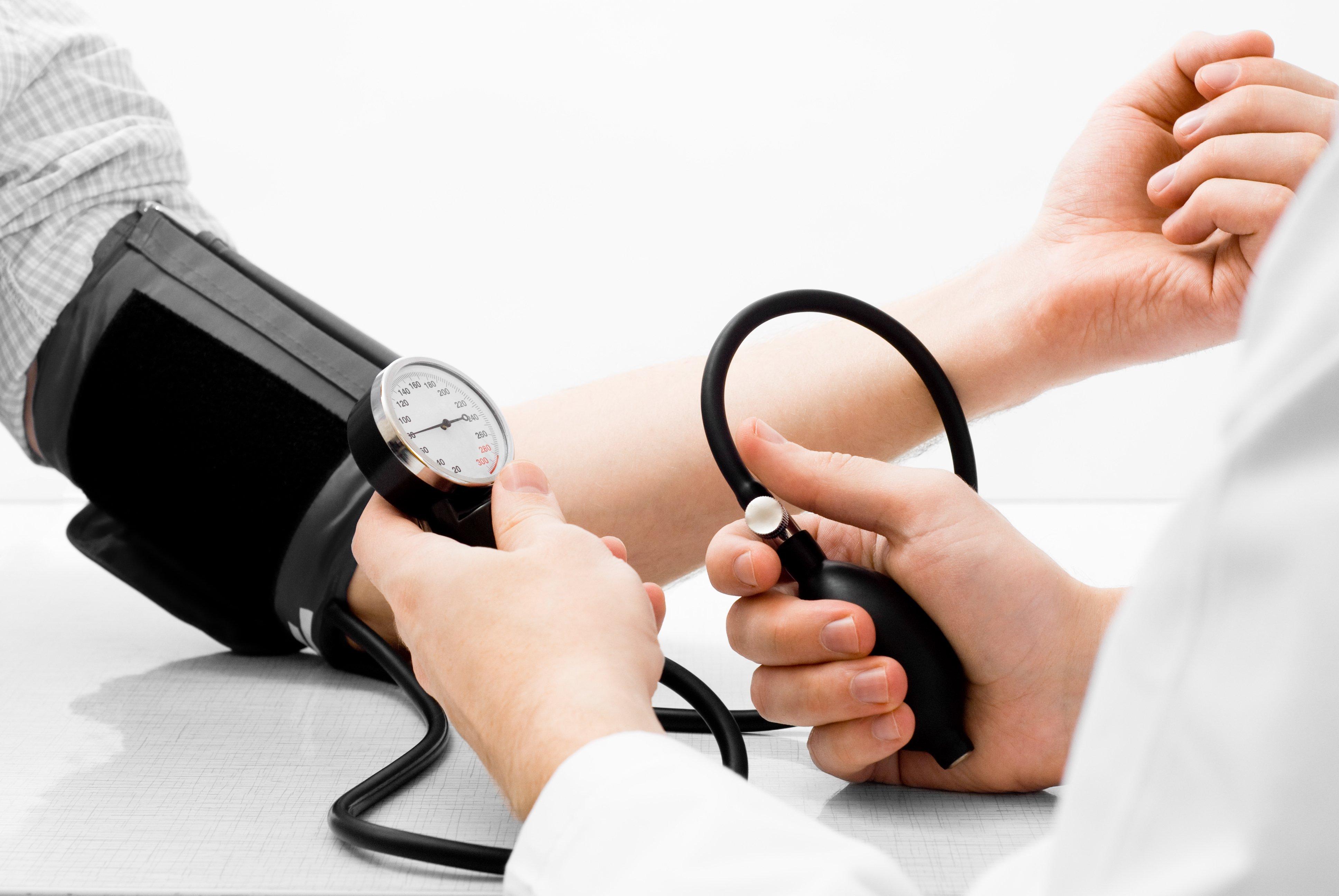 لماذا يرتفع ضغط الدم