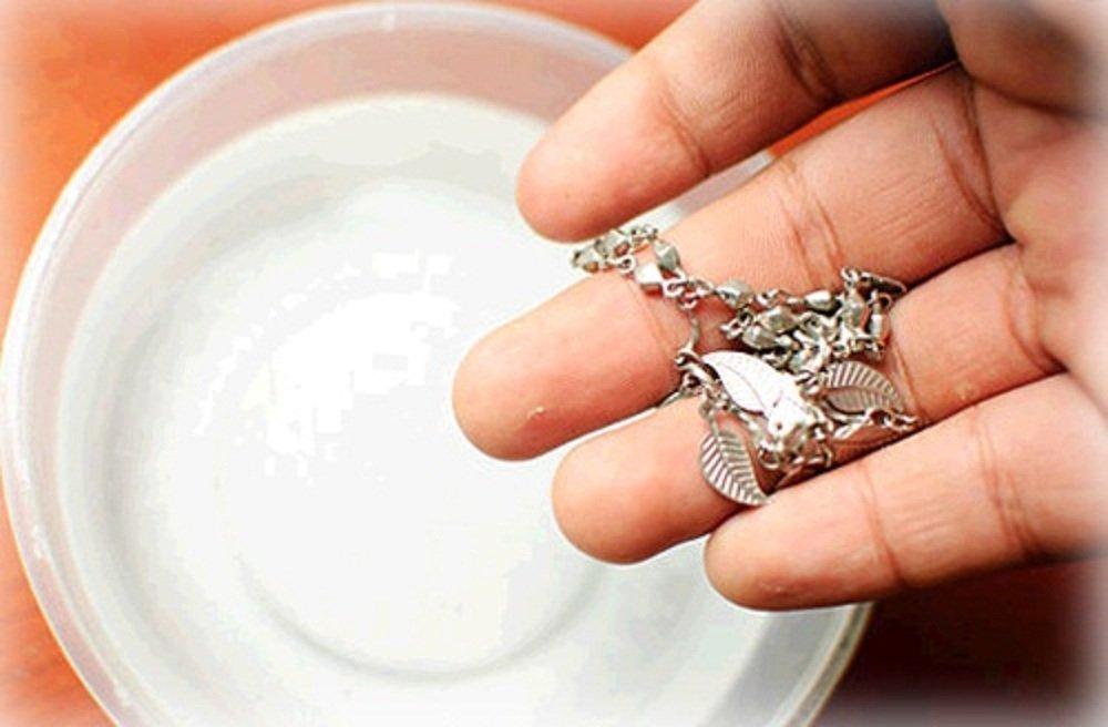 تنظيف الفضة بملح الليمون