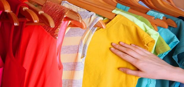 كيف أحافظ على لون الملابس