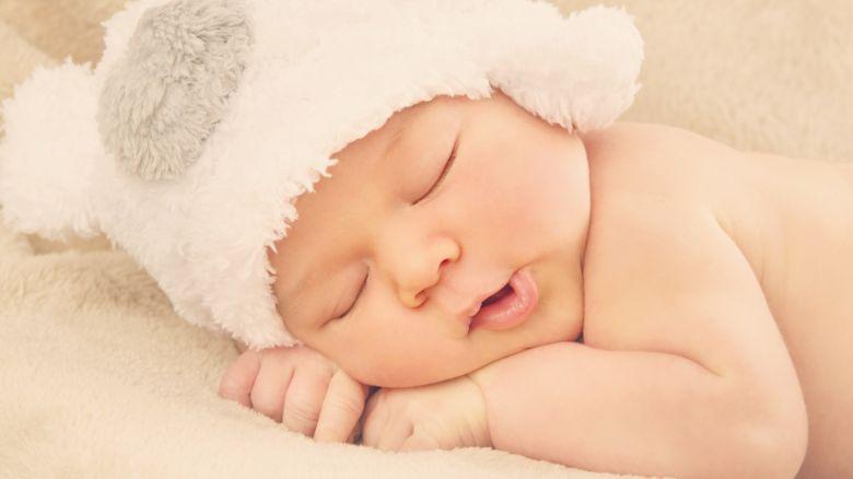كيف اعتني بطفلي بعد الولاده