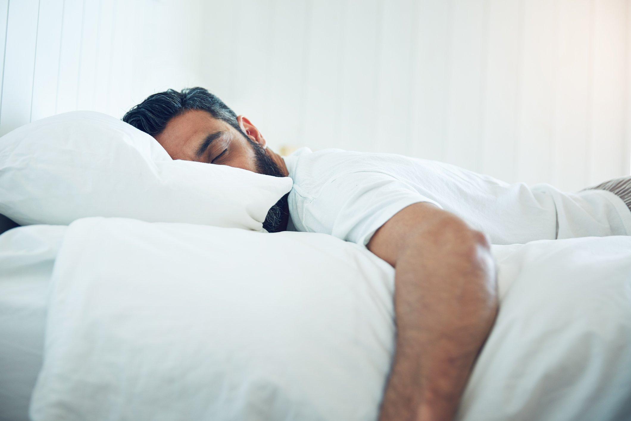 تفسير حلم الميت نائم علي السرير