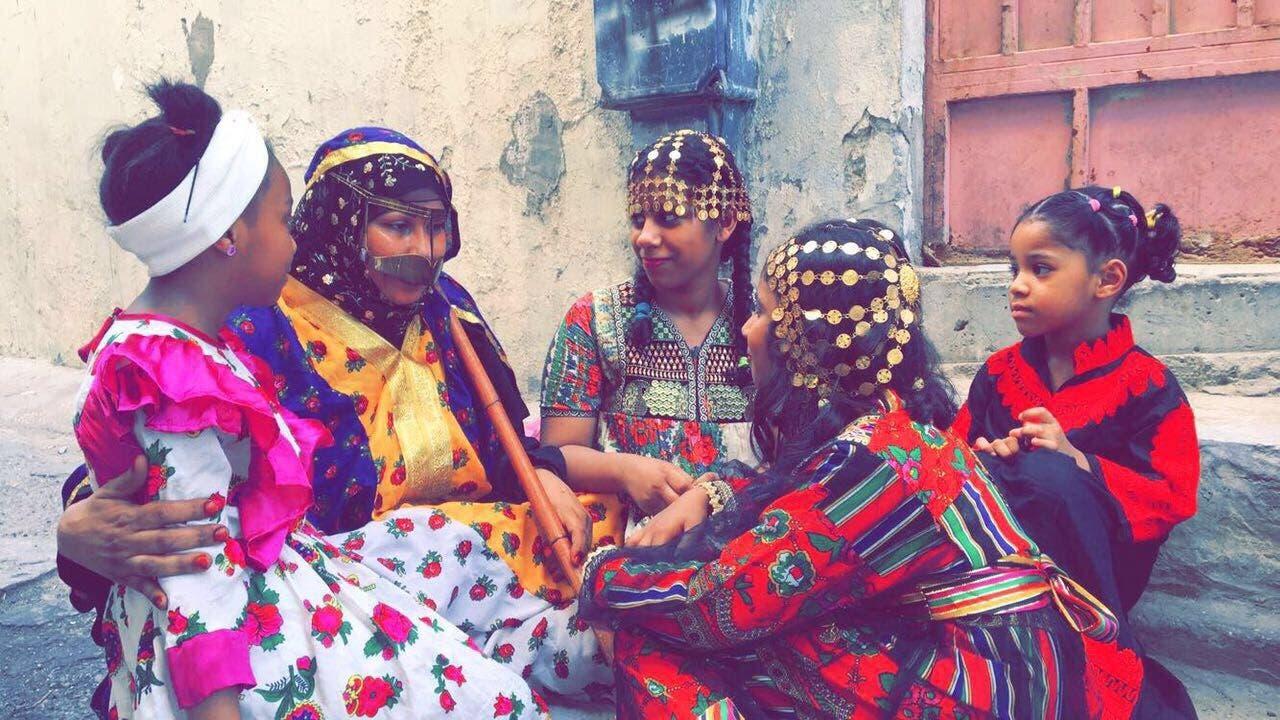 التمسك بالعادات والتقاليد