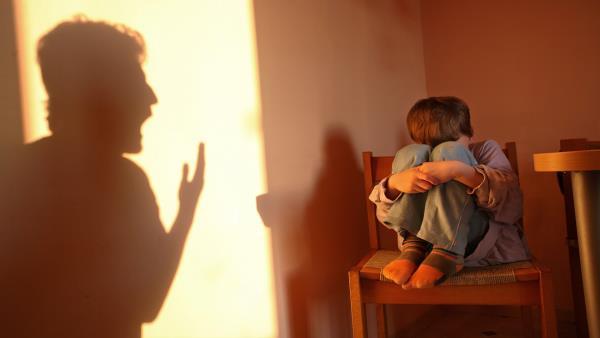 كيفية التعامل مع المراهق العدواني