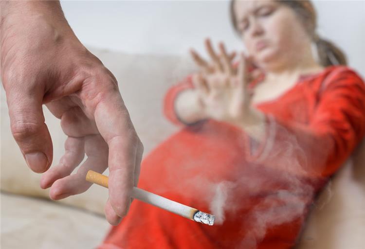 هل تدخين الزوج يسبب الاجهاض