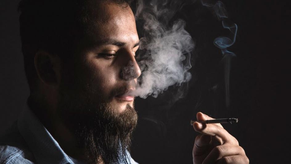 بحث عن التدخين بالانجليزي