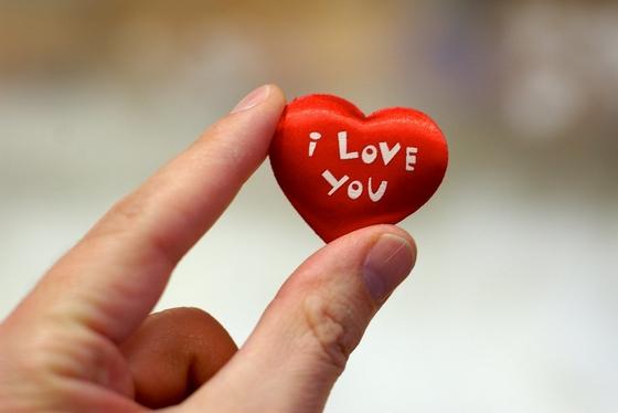 حكم بالانجليزي عن الحب