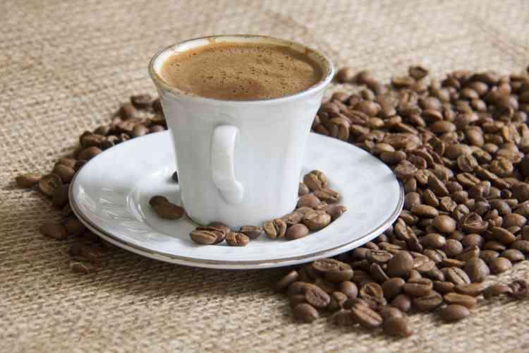 طريقة عمل القهوة بالحبهان