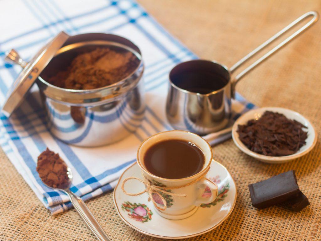 هل القهوة التركية تنزل الدورة