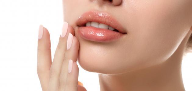 معجون الأسنان لتكبير الشفايف