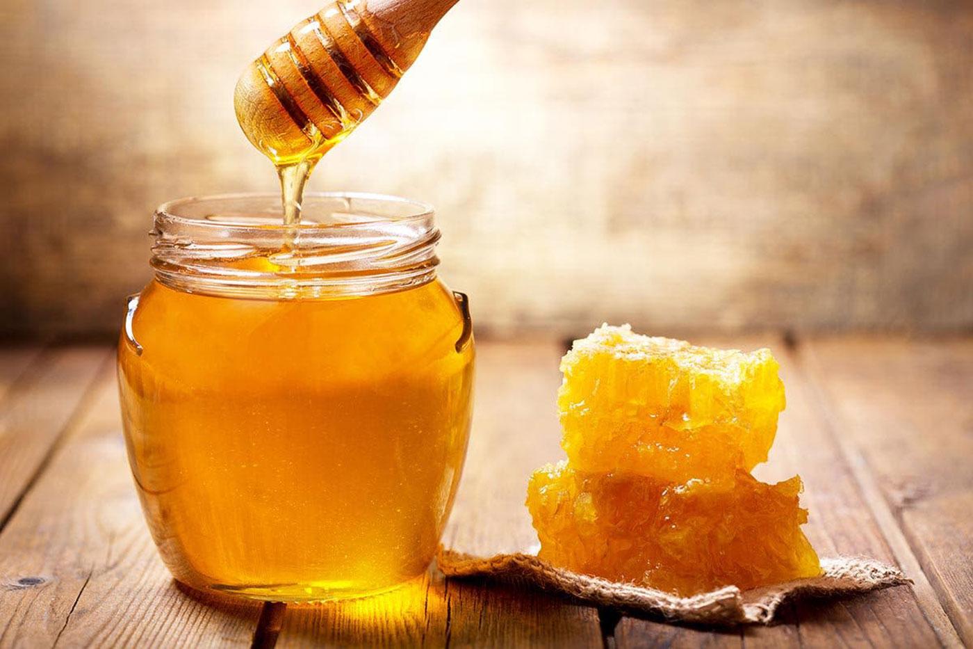 السعرات الحرارية في العسل الأبيض