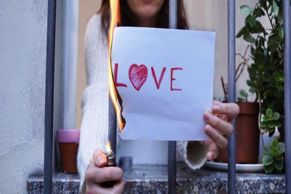 كيف أنسى شخص أحببته بصدق