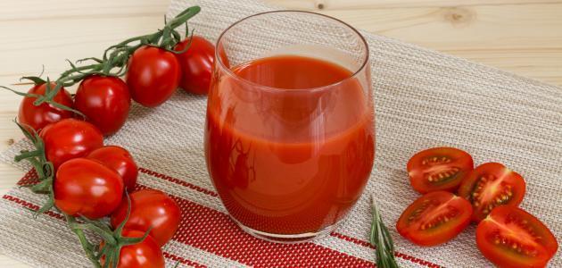 فوائد شرب عصير الطماطم للشعر