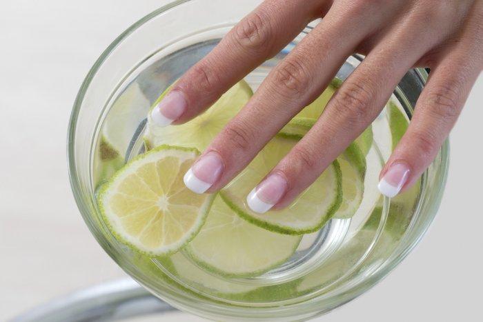 الليمون لتفتيح اليدين