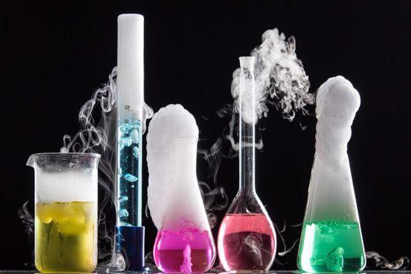 أشهر علماء الكيمياء العرب في العصر الحديث