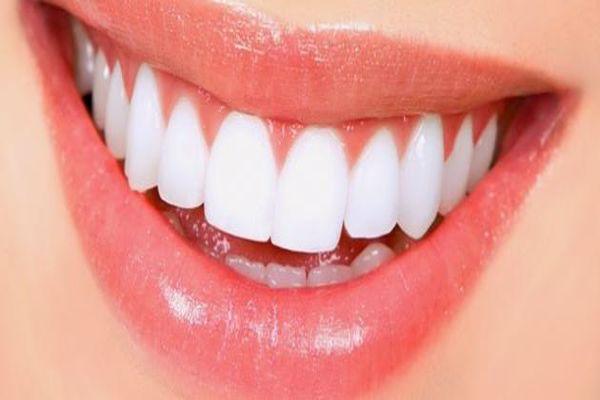 الليمون والملح لتبييض الأسنان
