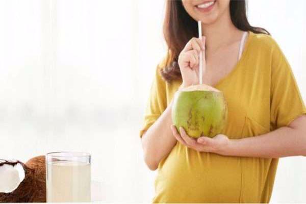هل ماء جوز الهند يساعد على الحمل